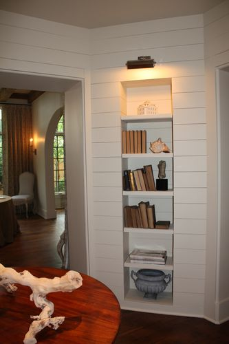Vestibule opens to dining room on other side