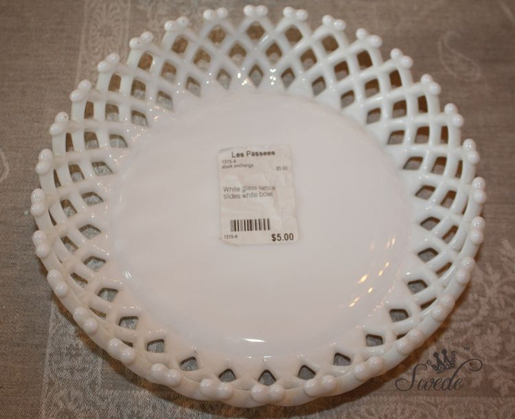 Milk glass bowl 8507