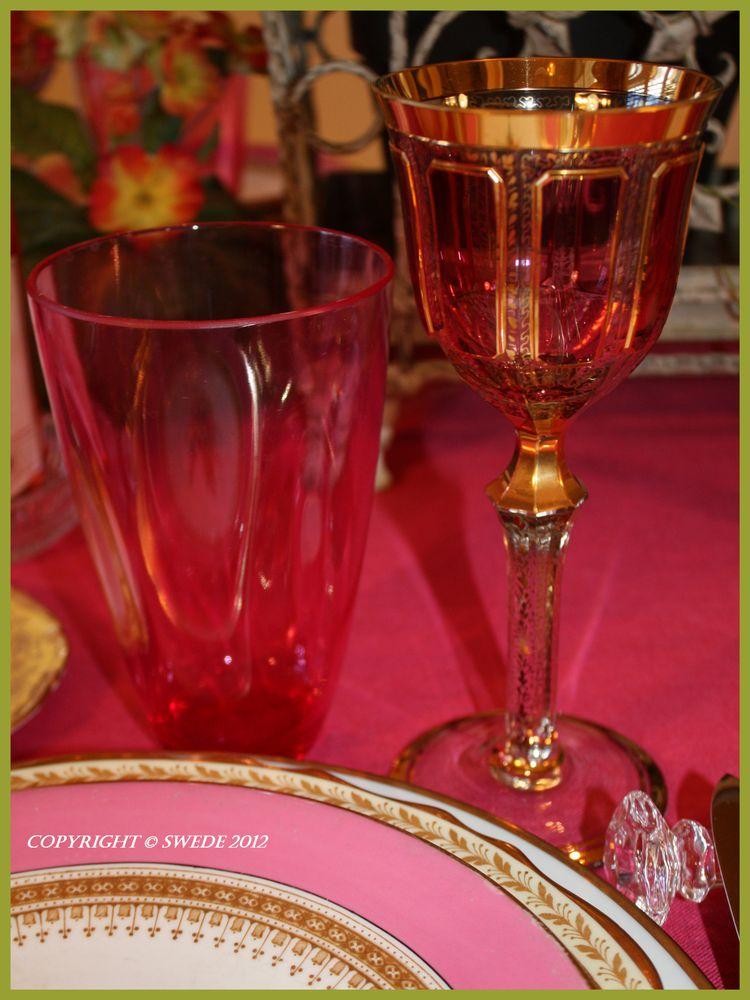 Glassware plate edges logo
