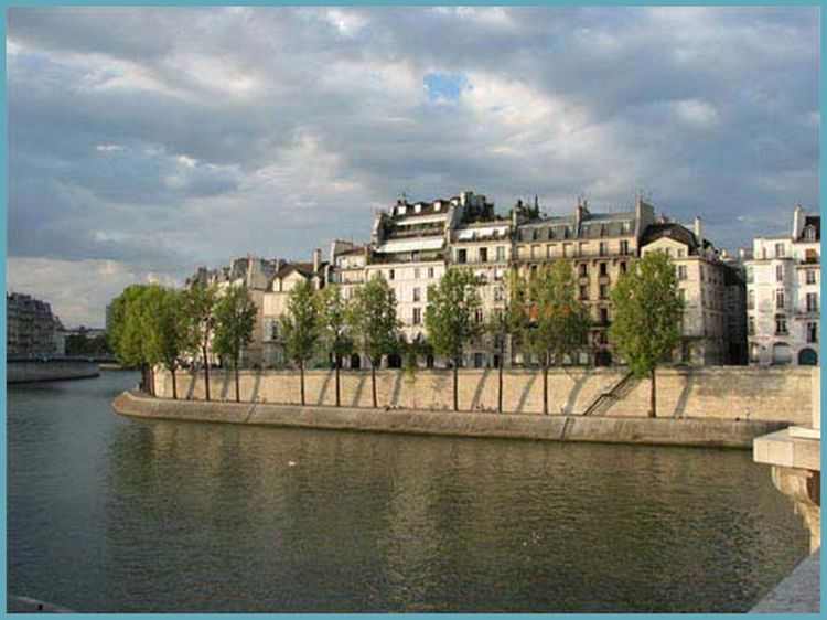 Seine River going around Ile Saint Louis note stone walls
