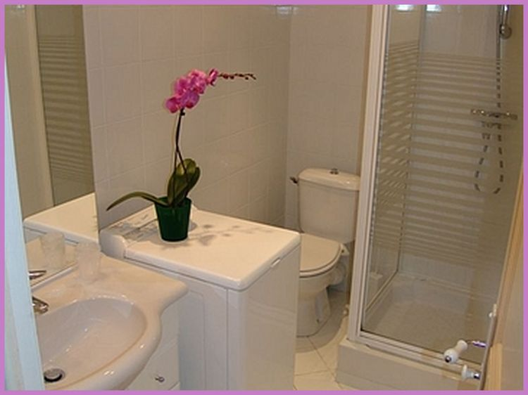 Apartment bath with washer