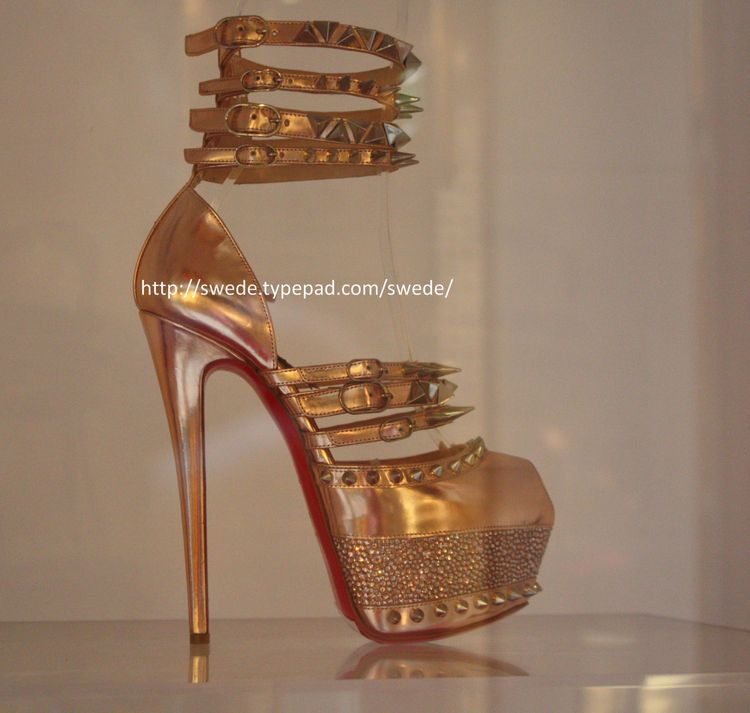 2012_05_16 C Lou gold shoelogo