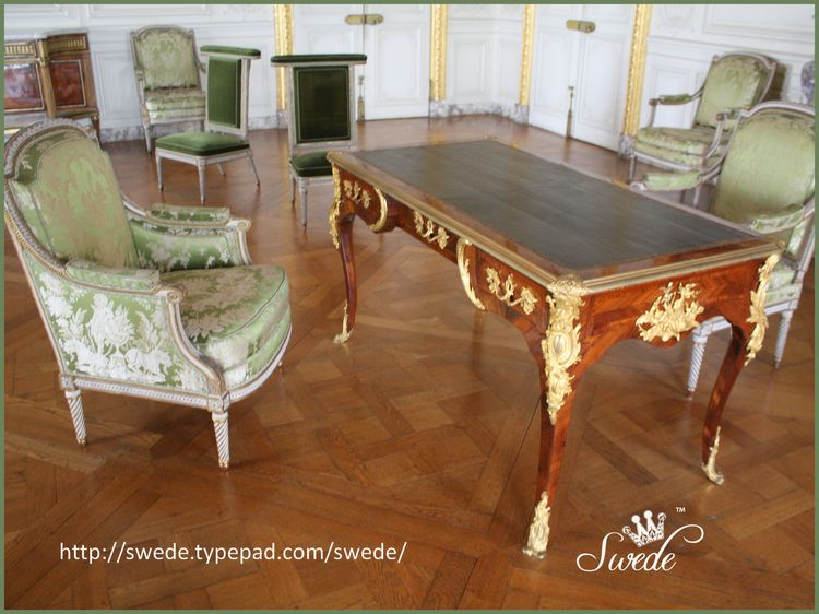 Green damask chairs with tablelogo