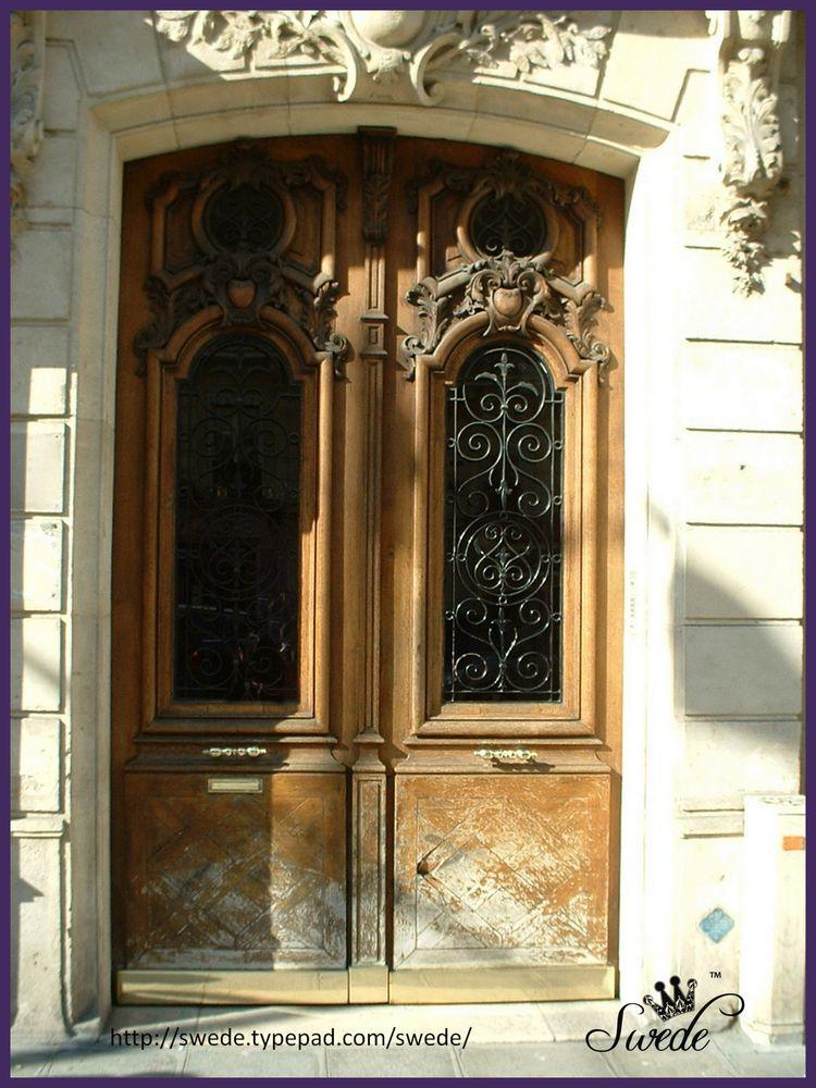 Weathered doorlogo