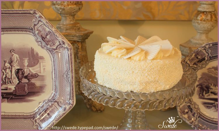 Glass cake stand lo