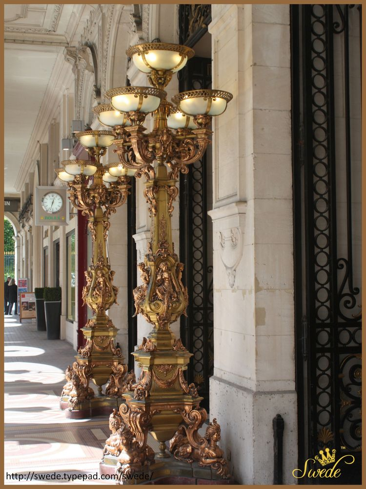Exterior corridor of shops lo