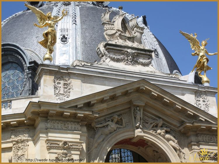 Petit palais rear doorway 2013-05-2211 logo