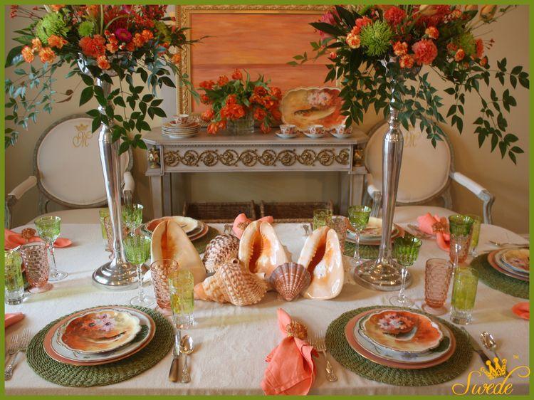 App plates orange on table