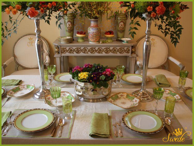 Dinner plates on tablelogo