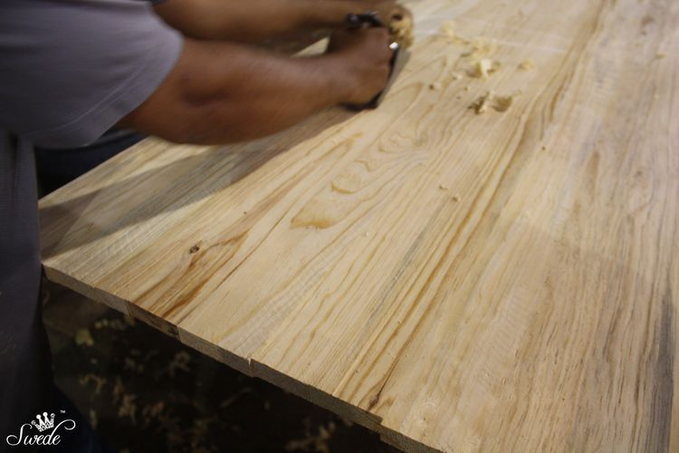 Hand planing the woodlo