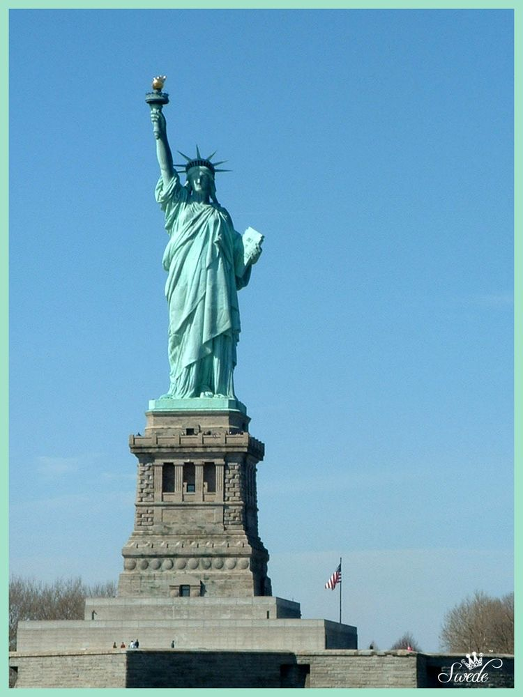 5 front of statue of liberty lo