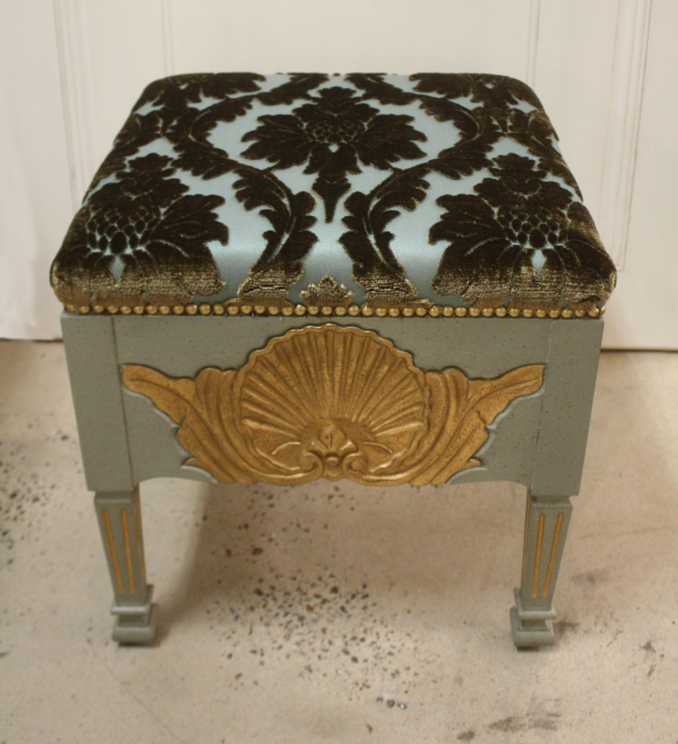 SC048 Shell Stool front