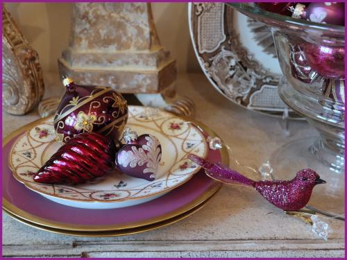 Magenta bird and laque de chine plates