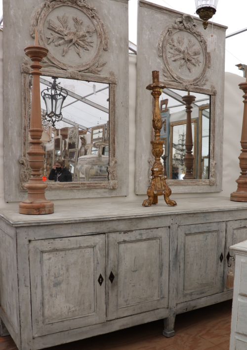 Art and antique hunter