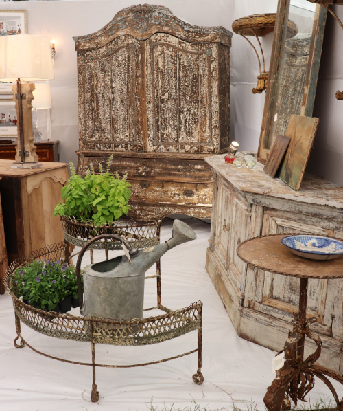 Booth the side door